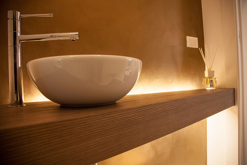 Piano bagno con il massiccio il legno nella sua tradizione tecnolegno arredamenti su - Piano lavandino bagno ...