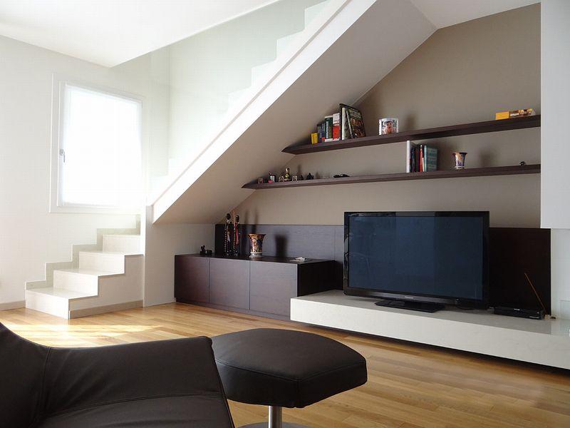 la casa su due livelli il legno in chiave moderna