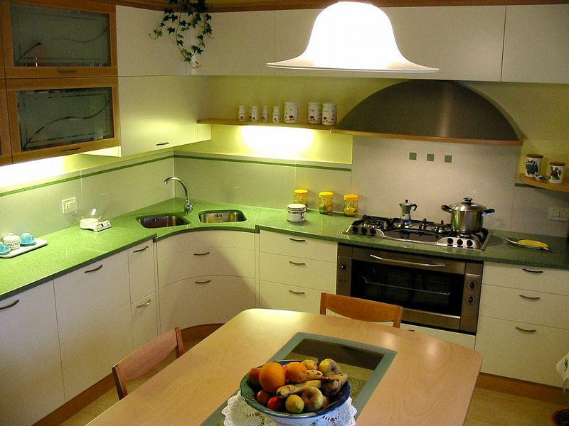 Cucina verde il legno in chiave moderna tecnolegno - Lavello cucina ad angolo ...