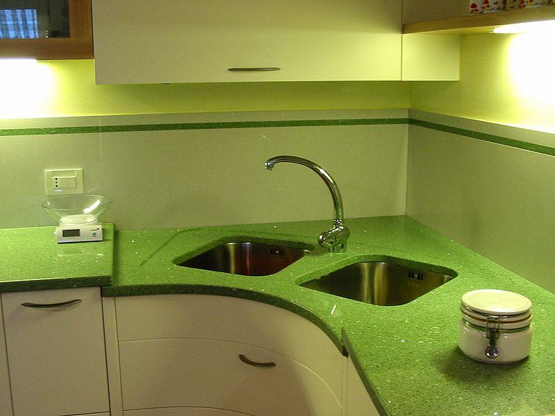Cucina con lavello ad